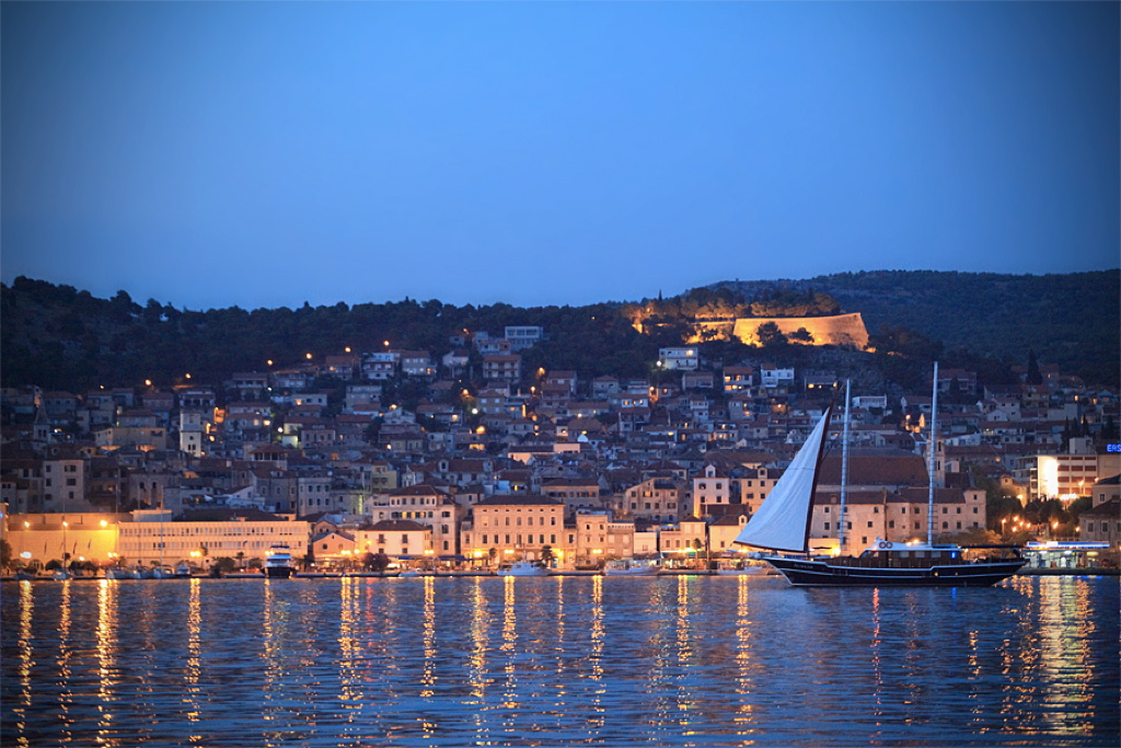 Gulet Aurum Sibenik Sailing_night_1024