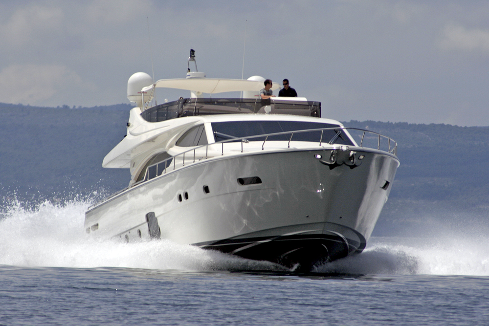 ferretti_780_Bpw_Speeding_CroYachting