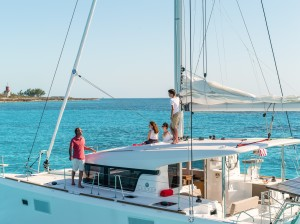 Lagoon39_LifeStyle_Anchor_CroYAchting