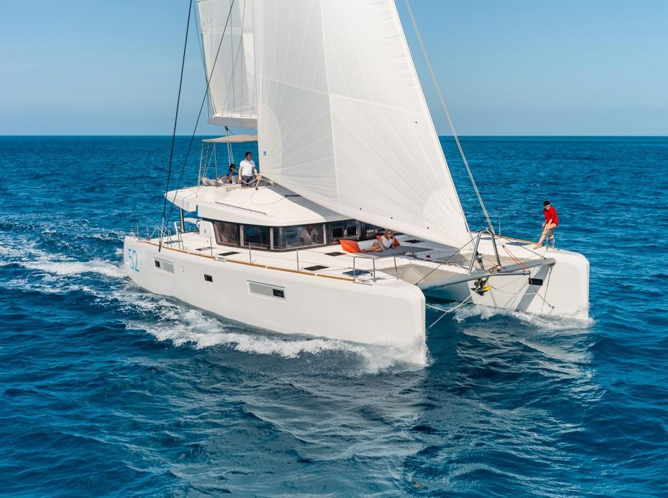Lagoon52_sailing_main_sail