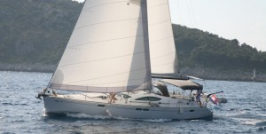 Acustica_SO 54DS_crewed_sailing_yacht_sailing