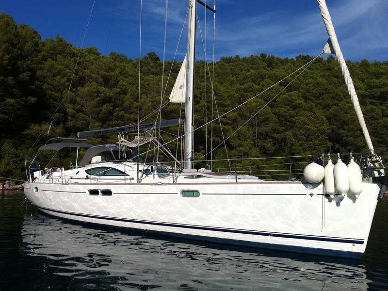 Acustica_SO 54DS_crewed_sailing_yachtjpg