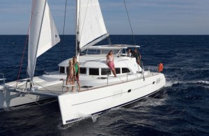Lagoon380_FromabOW_cROyACHTING