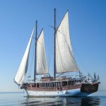 Romanca_SternView_PortSide_CroYachting