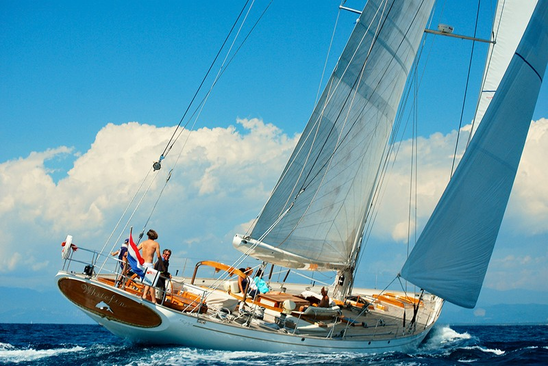 Whitefin_Sailing_Aft_CroYachting