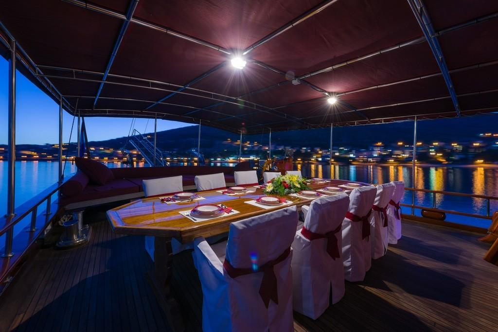 Croatia_aft_Deck_Dining_area_CroYachting