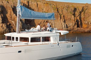 Lagoon450_Flybridge_Dining_Croyachting