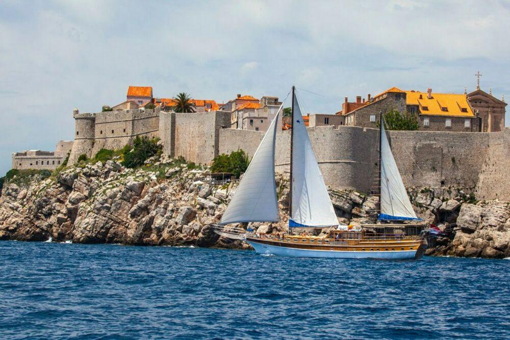 Linda_1_Dubrovnik_1_CroYachting