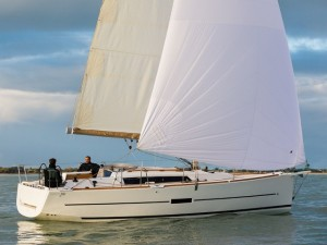 D350_Sailing_Stbd_CroYachting