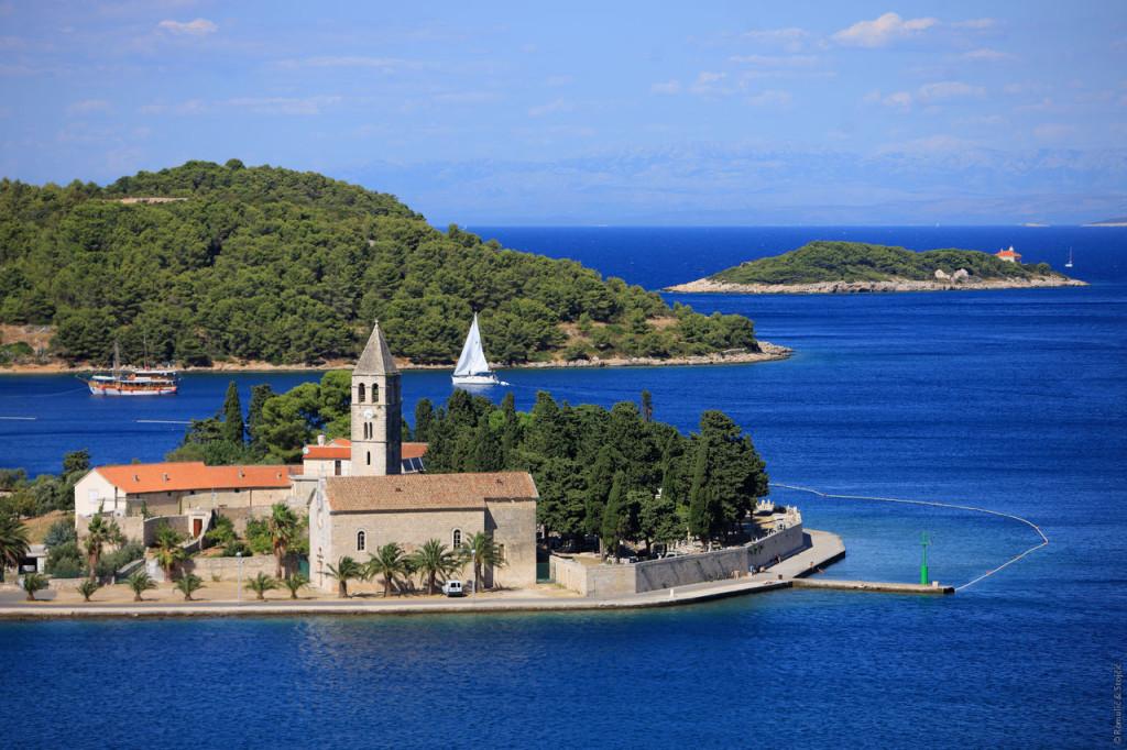 Croatia_Islands_Vis_Town Vis_Franciscan monastery on the Peninsula__0004